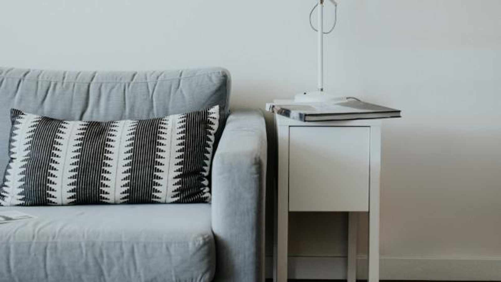 5 Side tables for small living spaces