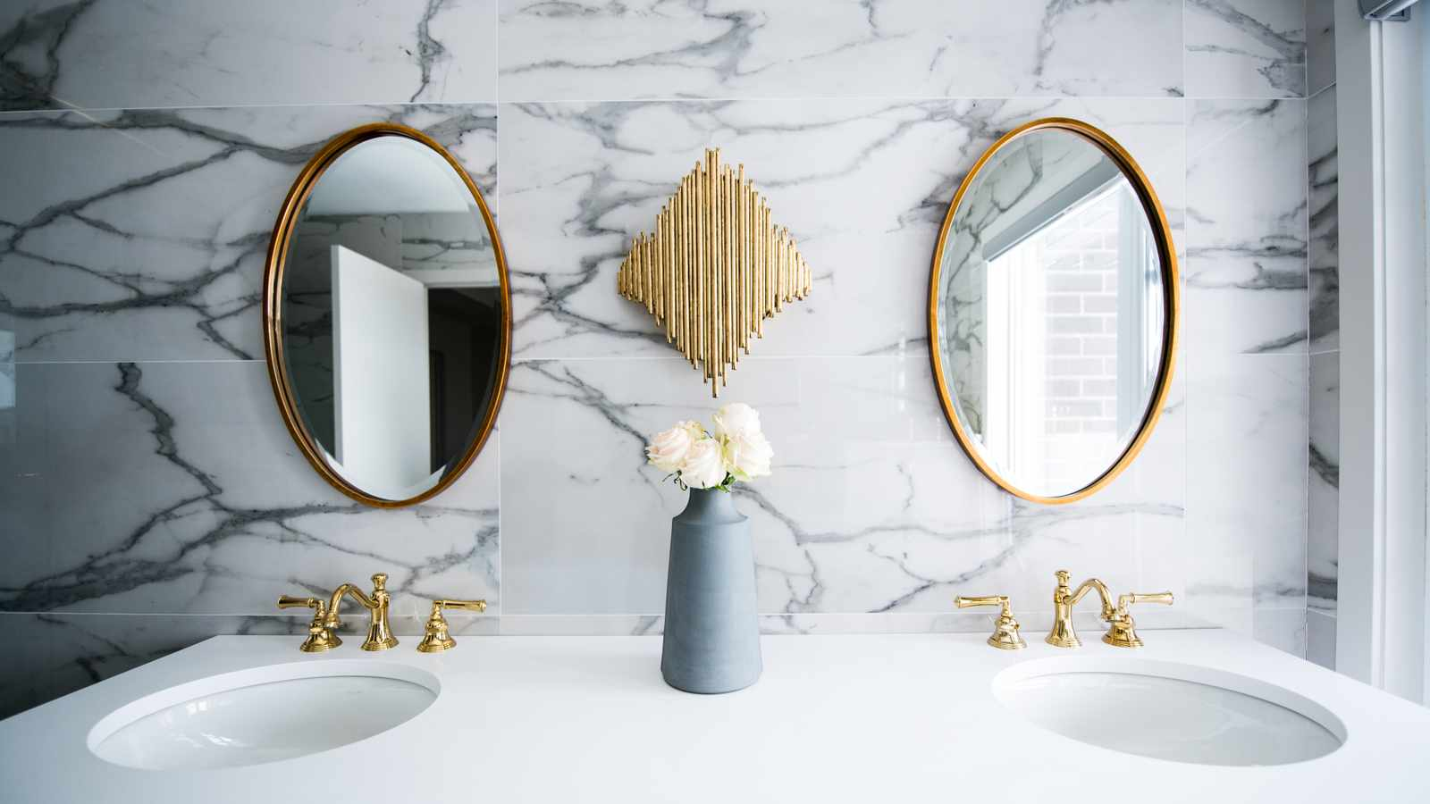 5 surprising things you shouldn't keep in your bathroom