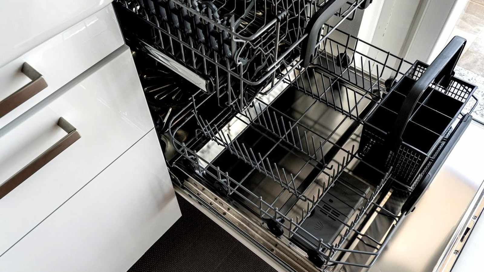 HOW TO CLEAN A DISHWASHER WITH VINEGAR QUICKLY AND EASILY