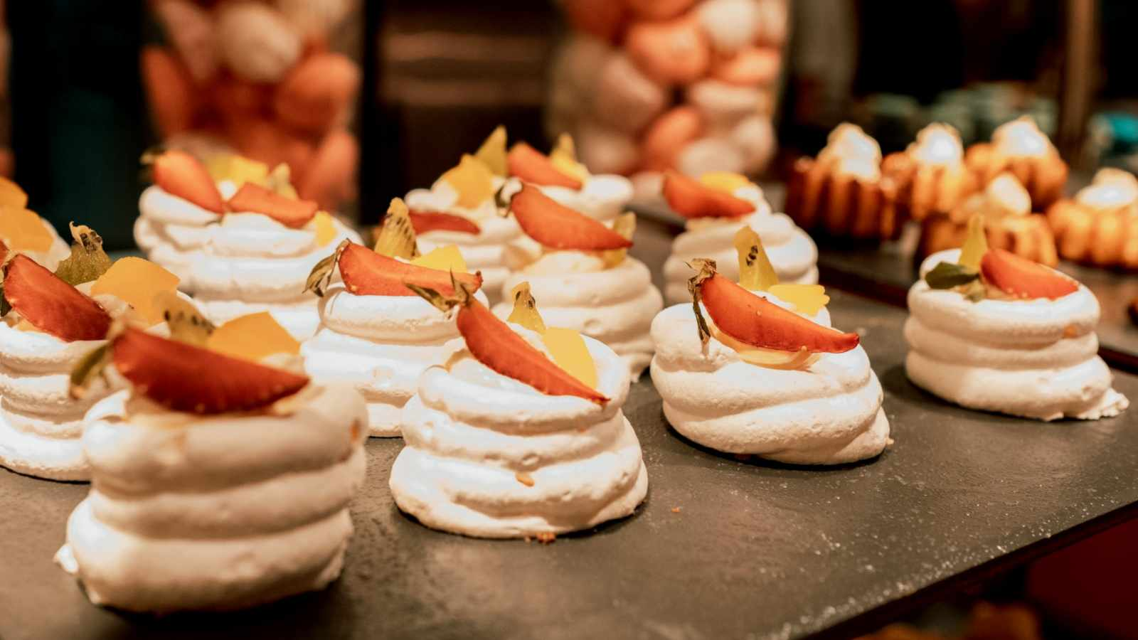 Mango, lime and coconut meringues