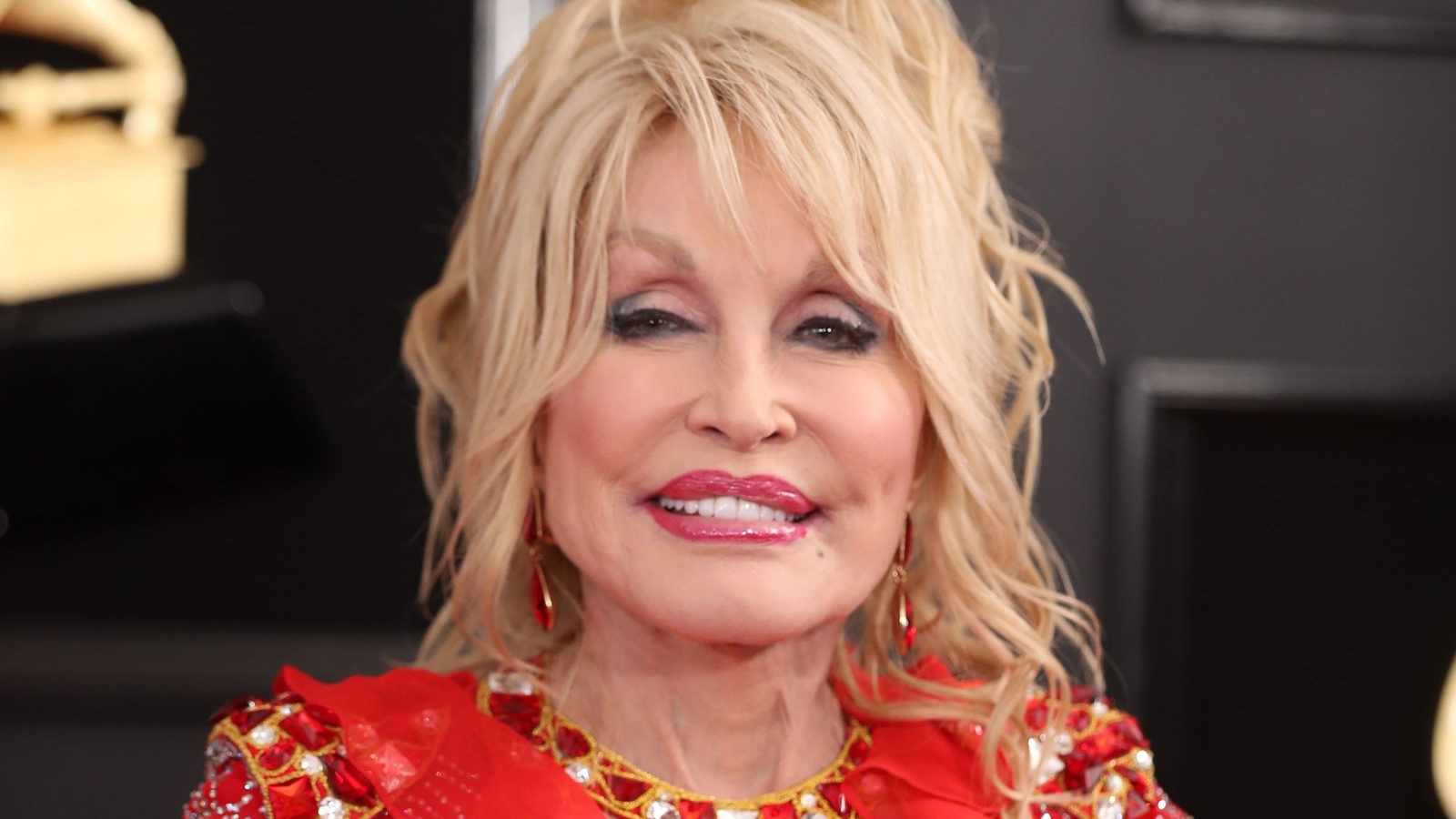 Dolly Parton donated R15.3m towards research for Moderna's Covid-19 vaccine