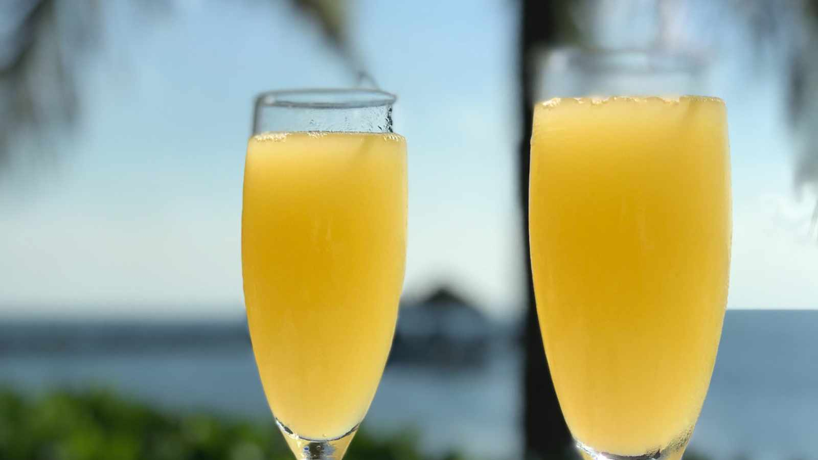 5 super simple ways to elevate your standard brunch mimosa