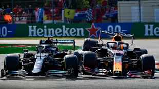 F1 boss Brawn expects no backing off in Hamilton-Verstappen battle