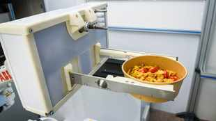 Kitchen robot cooks up new future for fast food