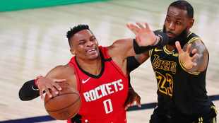 LeBron James, Anthony Davis help Lakers to hold off Rockets to even series