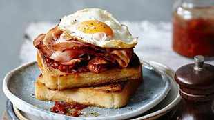 WATCH: How to cook bacon and egg on toast in 7 minutes