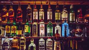 Liquor traders slammed for not being Covid-19 compliant