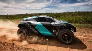 Lewis Hamilton to enter team in Extreme E electric off-road series