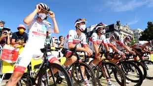 Further fan restrictions on Tour climbs as race heads to Covid-19 'red zones'
