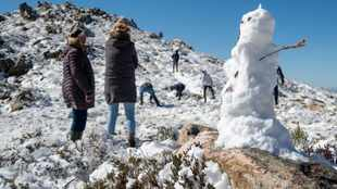 PICS: Families head out to play in the snow as cold front grips SA