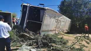 Bus carrying 60 school kids overturns at Ficksburg in the Free State, 10 injured
