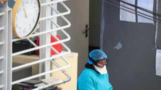 A health worker takes a break from her work at a temporary field hospital set up by Medecins Sans Frontieres (MSF) during the coronavirus disease (COVID-19) outbreak in Khayelitsha township near Cape Town, South Africa, July 21, 2020. REUTERS/Mike Hutchings