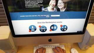 A man looks over the Affordable Care Act (commonly known as Obamacare) signup page on the HealthCare.gov website in New York. REUTERS/Mike Segar/Files
