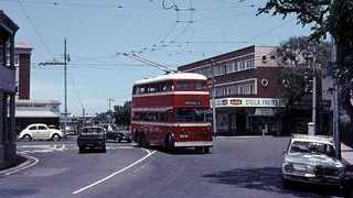 A trolleybus turns into Fenniscowles Road from Bartle Road in Umbilo.