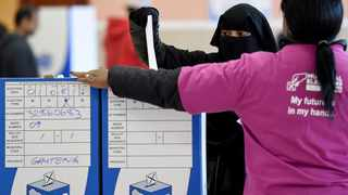 A woman casts her vote at the IEC voting centre at the Nirvana Primary School in Lenasia. 030816. Picture: Chris Collingridge 177