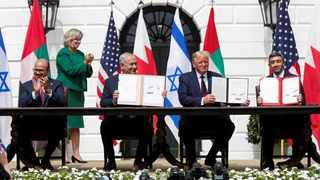 Bahrain's Foreign Minister Abdullatif Al Zayani, Israel's Prime Minister Benjamin Netanyahu, U.S. President Donald Trump and United Arab Emirates (UAE) Foreign Minister Abdullah bin Zayed participate in the signing of the Abraham Accords, normalizing relations between Israel and some of its Middle East neighbors in a strategic realignment of Middle Eastern countries against Iran, on the South Lawn of the White House in Washington, U.S., September 15, 2020. REUTERS/Tom Brenner/File Photo