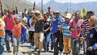 Cape Town-121108-Tention flaired up in De Doorns overnight, leading to a farm workers residence on the wolwehok Farm being raised to the ground. On the N1 crowds protested-Reporter-Daneel-Photographer-Tracey Adams