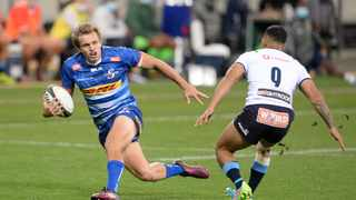 Dan du Plessis of the Stormers runs at Embrose Papier of the Bulls. Photo: Ryan Wilkisky/BackpagePix