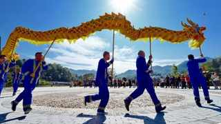 Dragon dance is staged in Dongtou She ethnic village, Dongtou Township, Huichang County, east China's Jiangxi Province Picture: Zhu Haipeng/People's Daily Online