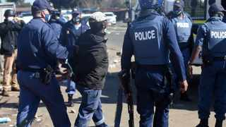 File photo. Hundreds of protesters looting. File photo: Itumeleng English/African News Agency(ANA)