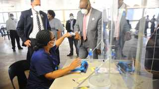 Gauteng Premier David Makhura took a walkabout at the Milpark Private hospital vaccination site. Picture: Nokuthula Mbatha/African News Agency(ANA)
