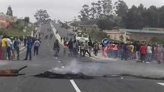 Hundreds of angry locals took to the streets and blockaded the the N2 in Murchison, on the KwaZulu-Natal South Coast, to protest poor service delivery on Wednesday morning. Picture via eHowzit.co.za