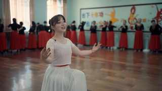 In the fourth episode of the feature documentary series produced by People's Daily Online on northwest China's Xinjiang Uygur Autonomous Region, we get inspired by Xinjiang's 'gods of song' and 'kings of dance'.