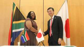 Japan's ambassador to South Africa, Norio Maruyama with Nonina Diphoko, manager of Eluthandweni maternity clinic. Picture: Jacques Naude/African News Agency(ANA)