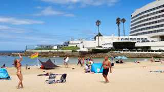 Locals and visitors to the holiday town of Plettenberg Bay make the most of the last day the beaches will be open for the year at Central Beach on December 15. Picture: David Ritchie/African News Agency(ANA)