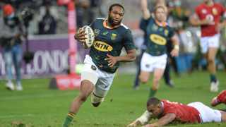 Lukhanyo Am on his way to scoring a try. Photo: Ryan Wilkisky/BackpagePix