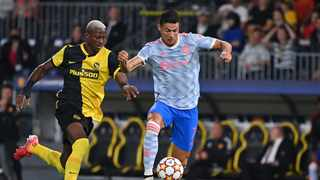 Manchester United's Portuguese striker Cristiano Ronaldo (R) fights for the ball with Young Boys' Guinean defender Mohamed Ali Camara. Photo: Fabrice Coffrini/AFP