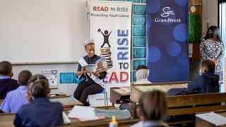 Miss South Africa Shudufhadzo Musida joined GrandWest and Read to Rise to hand over books to Riverton Primary School and read to the youngsters. Picture: Supplied