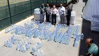 NGO Gift of the Givers donated bottled water Paarl on Tuesday. Photo: Bheki Radebe/ANA Pictures