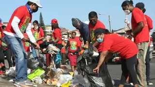 Nelson Mandela Community Youth Centre together with the community take part in a clean up in Bayview, Chatsworth. Picture: Shelley Kjonstad/African News Agency(ANA)