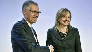 PSA Group CEO Carlos Tavares shakes hands with GM CEO Mary Barra at Monday's press conference in Paris following the announcement that PSA is buying the Opel and Vauxhall brands.