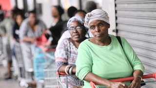 Pensioners queue to shop at a supermarket after social grants were paid this month. Pietermaritzburg pensioners have appealed to the president for a social grant raise and an earlier pay date.      Picture: Doctor Ngcobo African News Agency (ANA)