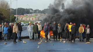 "People protesting under the banner of ""Gatvol Capetonian"" blockaded the Stellenbosch Arterial with burning tyres on Thursday. Picture: Henk Kruger/African News Agency (ANA)"