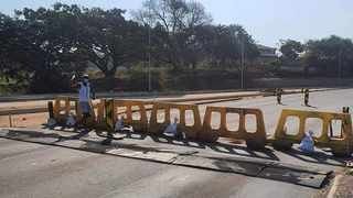 Phoenix community barricade a road to prevent looters from entering the community. Picture: KZN VIP - Phoenix Crime Watch.