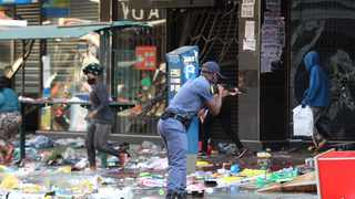 Police try to dispersing the crowd looting shops in Durban. Picture: Doctor Ngcobo/African News Agency(ANA)