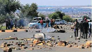 Rabie Ridge land invaders have had running battles with the police, who have been trying to evict them since Friday last week. Picture: Simphiwe Mbokazi/African News Agency (ANA).