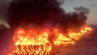 Residents and land activists blocked the entrance into the the small hamlet of Suurbraak, burning tyres and other objects along its Main Road.