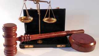 Scales of justie with gavel in foreground Picture: Succo/Pixabay