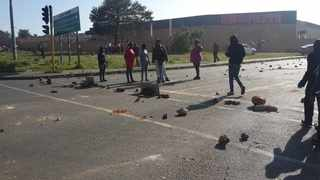 Some of the residents of Lehae and Freedom Park who woke up very early morning to block the Golden Highway protesting over houses and land.  Picture:  Emlyn Krool