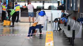 South Africa - Johannesburg - 26 March 2020 . A commuter is seen about to leave the province of Gauteng at Park Station, Johannesburg. Picture: Nhlanhla Phillips/ African News Agency (ANA)