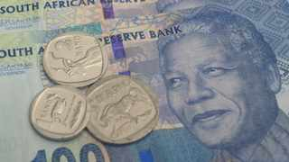THE South African Reserve Bank has cautioned the public against accepting banknotes that have been stained with traces of blue or green ink. Picture: Henk Kruger African News Agency (ANA)