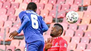 Thatayaone Ditlhokwe of Supersport United and Augustine Kwem of Chippa United fight for the high ball during their DStv Premiership game at Nelson Mandela Bay Stadium on Saturday. Photo: Deryck FosterBackpagePix