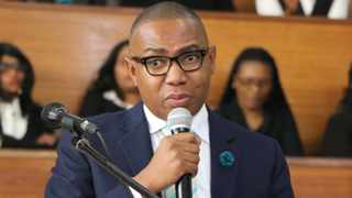 The EFF have called on higher education deputy minister Mduduzi Manana to hand himself over to the police after his alleged assault of a woman at a nightclub in Johannesburg.