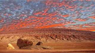 The Flaming Mountains in Xinjiang are drenched in crimson light. It is the hottest place in China, frequently reaching 50 °C or higher.