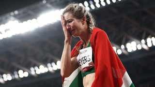 Tokyo 2020 Paralympic Games - Athletics - Women's 400m - T47 Final - Olympic Stadium, Tokyo, Japan - August 28, 2021. Gold Medallist Anrune Weyers of South Africa reacts with the flag of South Africa after competing REUTERS/Lisi Niesner