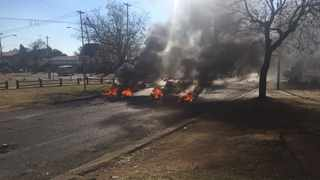 Tyres are set alight on the streets of Eersterust. Picture: Sakhile Ndlazi